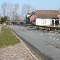 Anfahrtsansicht. An der Messstelle wie in der Kurve davor gelten 30 km/h. Es soll sich um einen Unfallschwerpunkt handeln.