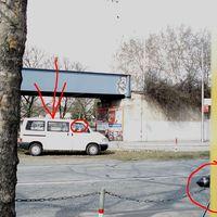 Der VW Bus lasert stadteinwärts. Im Vordergrund Radaranlage stadtauswärts.