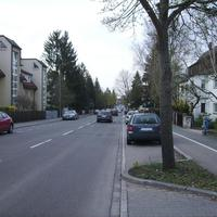 Anfahrtsansicht. An der Kreuzung liegt die Harrlacher Straße.