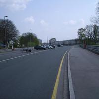 Anfahrtsansicht. Rechts liegen Dutzendteich und der Beginn des Norisrings / Beuthener Straße.