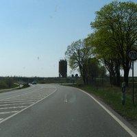 Anfahrt aus Richtung Sternberg kommend. Die Messung findet ungefähr in Höhe des Silos statt.