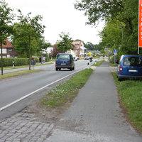Anfahrtsansicht: Messfahrzeug vom Landkreis Ammerland am Strassenrand