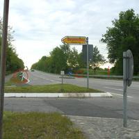 """Aus Richtung Fliegenfelde kommend, sieht man die ganze """"Bescherung"""", wenn man in Rtg. B 75 nach Lübeck hier abbiegt. Beim roten Pfeil der ES 1.0 Sensor ..."""
