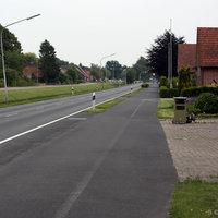 Anfahrtsansicht: 60er Zone direkt am Kanal in Richtung B401/Surwold, ca. 300 Meter vor der Ampelkreuzung (Johann-Bunte-Straße/Birkenallee); An der Kreuzung geht es links zur ATP Teststrecke.