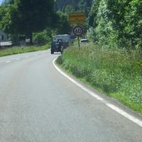 Anfahrt auf die Meßstelle Richtung Garmisch-Partenkirchen. Wer sich hier erwischen lies,war selber Schuld. (Siehe Ortseingangsschild) Außerdem wird hier mindestens 1x pro Woche gemessen.