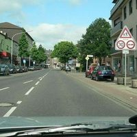 Anfahrt aus Mülforterstr./ B230 (Vorfahrtschild Realschulstr.)