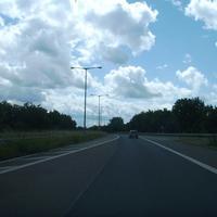 Anfahrtsansicht kurz nach der Verengung auf eine Fahrspur. Von rechts kommen noch die Fahrzeuge von der Hafenstraße hinzu.