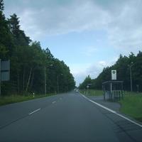 Anfahrtsansicht Höhe Hirschberger Straße (die Kreuzung Breslauer Straße liegt bereits hinter uns). Wir fahren Richtung Liegnitzer Straße.