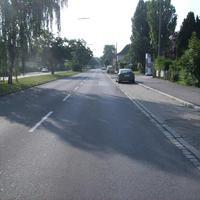 """Anfahrtsansicht. Rechts mündet die Straße """"Minervaplatz""""."""
