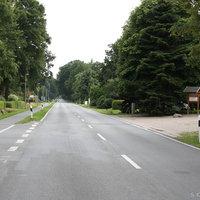 Anfahrtsansicht: Beim Bauernhof mit Hofladen stand der Messwagen vom Landkreis Ammerland. Aktuell nutzen viele diese Strecke, um einer Baustelle auf der B401 auszuweichen, versuchen hier aber die verlorene Zeit rauszufahren.
