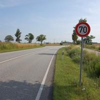 Anfahrt. Etwa 1,5 Kilometer von der A20 entfernt liegt dieser kurze 70-er Bereich am Abzweig Stove.