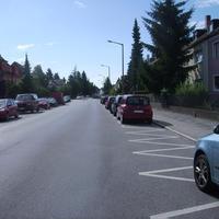 Anfahrtsansicht. Viel häufiger - und vor allem bei Clubspielen - wird hier rechts in der Parkreihe gemessen...