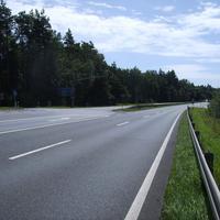 Anfahrtsansicht kurz vor der Auffahrt zur A3. Hier gilt 80 km/h.