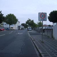 Anfahrtsansicht kurz hinter der Kreuzung Ulmenstraße.