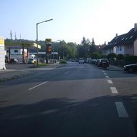 Anfahrtsansicht Höhe Hans-Sachs-Straße.
