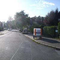 Anfahrtsansicht kurz nach der Kreuzung Hordlerstraße / Konrad-Stör-Straße.