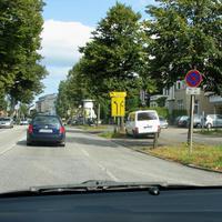 Auf der innerörtlichen B 75 in Fahrtrichtung zur Travemünder Allee.