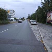 Anfahrtsansicht. Hinter uns liegt die Kreuzung Von-der-Tann-Straße / Jansenbrücke.