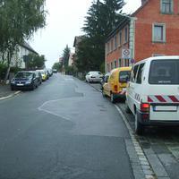 Anfahrtsansicht am Beginn der Waldstromerstraße auf Höhe der Reichelsdorfer Hauptstraße.