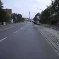 Anfahrtsansicht nach der Kreuzung Holsteiner Straße. Rechts liegt das Schulgebäude. Näher an der Schule kann man also nicht messen. ;-)