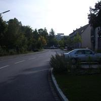 Anfahrtsansicht kurz der Hauptstraße, am Beginn der Deutenbacher Straße.