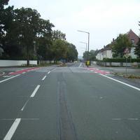 Anfahrtsansicht Höhe Ewaldstraße. Die Schule liegt bereits hinter uns. Es handelt sich hierbei aber unzweifelhaft um einen Schulweg.