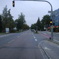 Anfahrtsansicht Höhe Lausitzer Straße. An der Schule gilt zur Zeit 30 wegen einer Baustelle, so dass leider etwas weiter entfernt von der Schule geparkt werden musste.