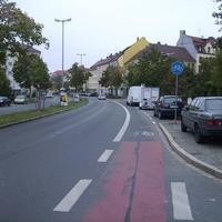Anfahrtsansicht in Höhe der Einmündung Langobardenstraße.