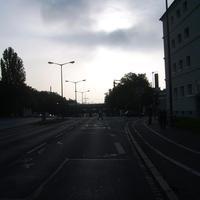 Anfahrtsansicht kur vor der Kreuzung Jaeckelstraße / Lochnerstraße.