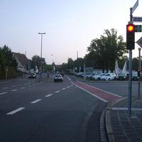 Anfahrtsansicht in Höhe der Einmündung Edisonstraße.