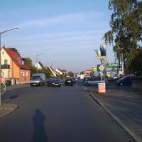 Anfahrtsansicht nach der Kreuzung Holsteiner Straße auf Höhe des Mühlwegs.