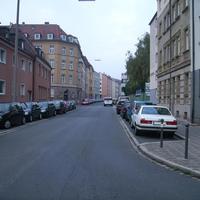 Anfahrtsansicht in Höhe der Stabiusstraße.