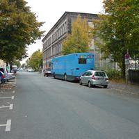rechts liegt die St Johannis Grundschule, der Bus der Bücherrei war dort zu Gast, und einige Schüler rannten an der Straße von der Schule bis zum Bus. Zudem werden auch einige zum Messzeitpunkt (11:30h) schon Schulschluss gehabt haben -> auf jedenfall berechtigte Kontrolle!