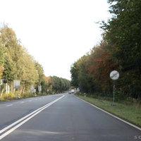 Anfahrtsansicht: Nach dem Parkplatz zwischen B401 und Friesoythe, Aktuell befindet sich auf Höhe des Parkplatzes eine Geschwindigkeitsbegrenzung auf 70km/h