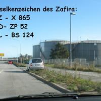 Der Standplatz wird oft genutzt, scheint zumindest bei auswärtigen Fahrzeugführern noch nicht bekannt, es muß sich also rentieren ...