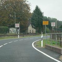 Anfahrt von Clörath(Kreisstraße 17). Links die Zuglinie Viersen-Krefeld