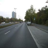 Anfahrtsansicht Höhe Barmer, hinter der Kreuzung Regensburger Straße.