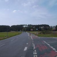 Anfahrtsansicht in Nürnberg (Katzwang) in Fahrtrichtung Schwabach (Limbach). Rechts mündet die Wolkersdorfer Straße.
