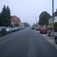 Anfahrtsansicht etwa 100m nach Beginn der Waldluststraße.