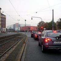 Anfahrtsansicht vor der Einmündung Löffelholzstraße.