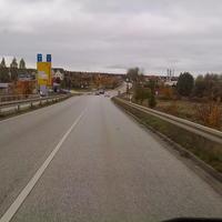 Von der Autobahn kommend betrachtet.