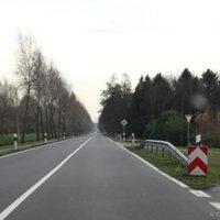Anfahrtsansicht: ca. 200 Meter nach der Ein/Ausfahrt zum Baugebiet beginnt die 70er Begrenzung