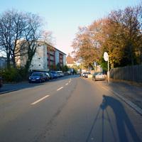Anfahrtsansicht hinter der Kreuzung Willstraße.