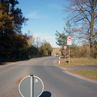 Anfahrtsansicht am Anfang der Hirschenholzstraße kurz hinter der Penzendorfer Straße.