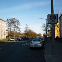 Anfahrtsansicht am Anfang der Straße von der Rothenburger Straße her kommend.
