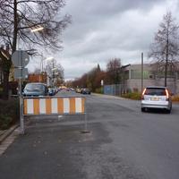 rechts gehts auf die Ohmstraße. Hinter uns liegt bereits ein ähnlich gut ausgebauter Teil der Bügstraße.