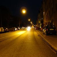 Anfahrtsansicht kurz nach der scharfen Linkskurve ziemlich am Beginn der Herzogstraße.
