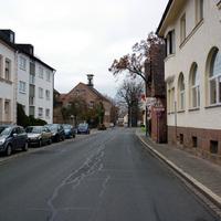 Anfahrtsansicht ziemlich am Beginn der Röthenbacher Hauptstraße.