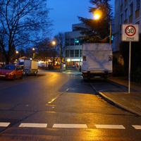 Anfahrtsansicht am Beginn der Nornenstraße von der Allersberger Straße her kommend. Rechts liegt das Nürbanum.