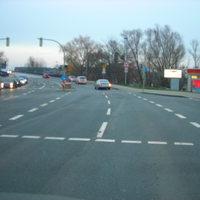 Hier die Kreuzung. Links ab gehts ins Zentrum. Rechts ist die TOTAL Tankstelle.